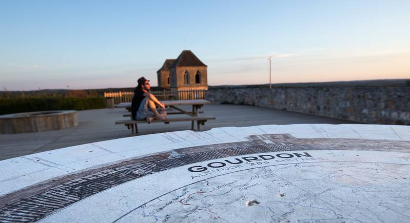 Viewpoint and orientation table to castle esplanade - © Gerald Vincent Photovo