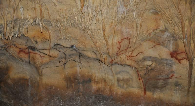 Cougnac border strips - © Grottes de Cougnac