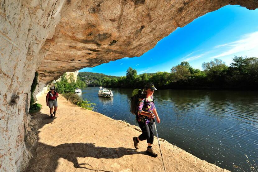 Rando sur le chemin de halage de Ganil à Bouziès © Lot Tourisme - C. ORY